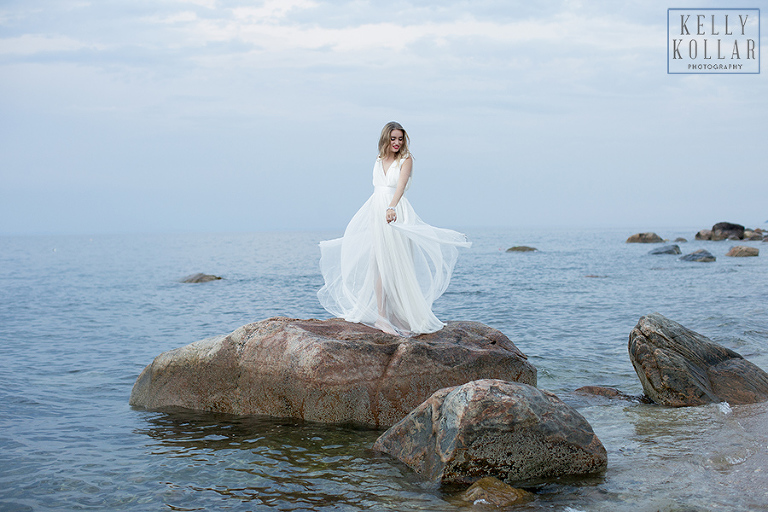 Wedding, bridal inspiration shoot on the seaside in the Hamptons. Photos by Kelly Kollar Photography.